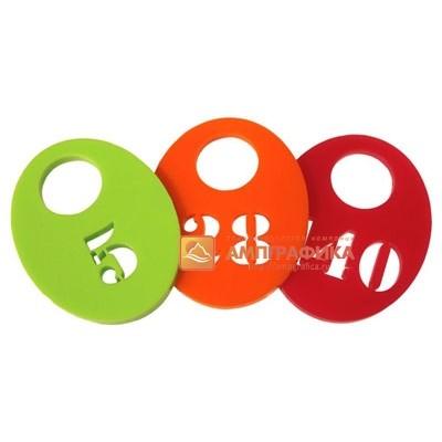 Изготовление номерков из цветного пластика лазером